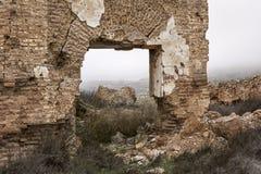废墟和大厦看法在村庄 库存照片