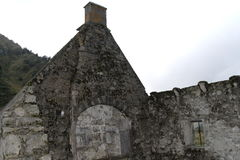 废墟在奥韦涅 法国 库存照片