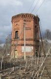 废墟在庄园Dashkevich的一个塔 Luga区,列宁格勒地区 免版税库存图片