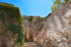 废墟在被放弃的麻疯病患者殖民地史宾纳隆加岛,克利特 免版税库存照片