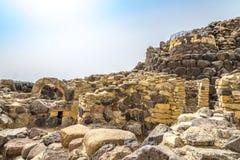 废墟在巴鲁米尼附近的Su Nuraxi nuraghe在撒丁岛 库存照片