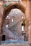 废墟在Caracalla反弹与窗口大弧和楼梯在 库存图片