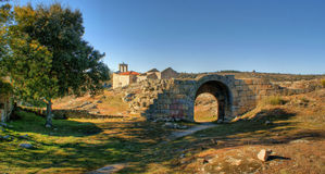 废墟在Castelo Mendo历史村庄  免版税库存照片