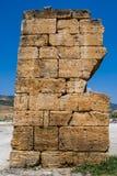 废墟块从棉花堡,土耳其的 免版税库存图片