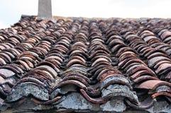 废墟房子的盖瓦 免版税库存照片