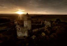 废墟的中世纪堡垒 免版税库存图片