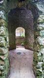 废墟的拱道 库存图片