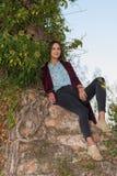 废墟的美丽的女孩 免版税库存照片
