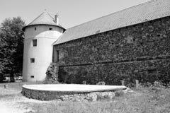废墟 在中世纪宫殿的意想不到的视觉的重建在村庄Racos,特兰西瓦尼亚 库存照片