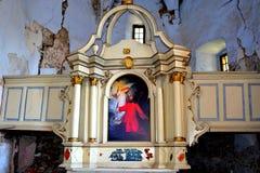 废墟 在被加强的中世纪撒克逊人的福音派教会里面在村庄Felmer, Felmern,特兰西瓦尼亚,罗马尼亚 库存图片