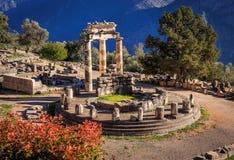 废墟Athina Pronaia寺庙在古老特尔斐 库存照片