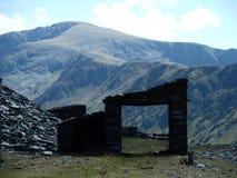 废弃的板岩矿大厦 库存图片