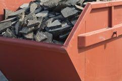 废沥青路面和具体材料在容器 免版税图库摄影