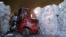 废纸大仓库在工厂 影视素材