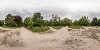 360度休闲的全景和文化在Plovd停放 免版税库存照片