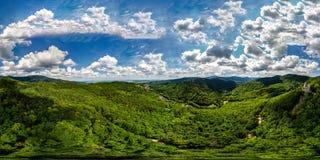 360度全景鸟瞰图从寄生虫到孚日省山 免版税库存照片