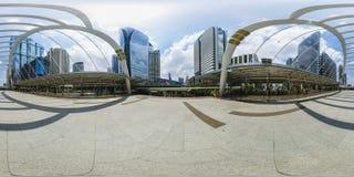 360度在桥梁的全景飞行在商业区自曼谷泰国白天2016-3-26 免版税库存图片