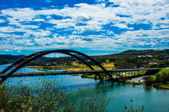 360座桥梁Pennybacker桥梁侧角天时间 库存图片