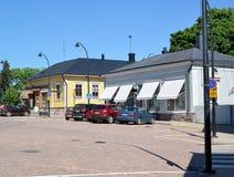 19座钟楼c教会芬兰hamina保罗・彼得st 在市政厅广场的礼品店 库存图片