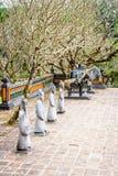 庭院侧了与雕象,嗣德帝坟茔,颜色,越南 免版税图库摄影