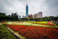 庭院在全国国立国父纪念馆和台北101 免版税库存图片