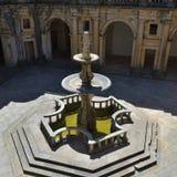 庭院在托马尔的基督会院修道院里在Tomar,葡萄牙 图库摄影