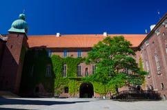 庭院在斯德哥尔摩政府大厦Stadshuset,瑞典 免版税库存图片
