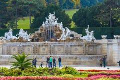 庭院在美泉宫在维也纳,奥地利 库存照片
