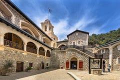 庭院在著名Kykkos修道院里 免版税库存图片