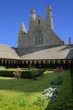 庭院在Mont圣米歇尔修道院里  库存照片