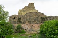 庭院场面在一个公园在有岩石结构的伦敦 库存照片