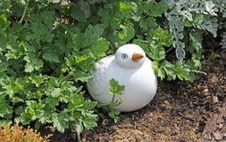 庭院小鸡装饰品 免版税图库摄影