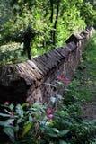 庭院岩石墙壁 免版税库存照片