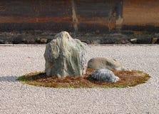 庭院岩石 免版税库存照片