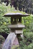 庭院日本灯笼石头 免版税库存照片