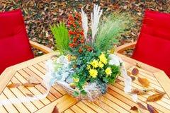 庭院桌在秋天 库存照片