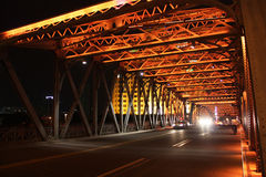 庭院桥梁夜场面在上海 免版税库存图片