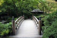 庭院桥梁 免版税库存照片