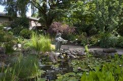 庭院池塘 免版税库存图片