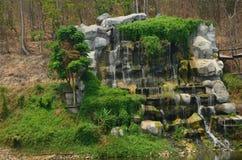 庭院瀑布 库存照片图片