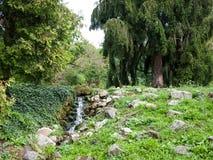 庭院瀑布 库存图片