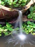 庭院瓦器瀑布 库存图片