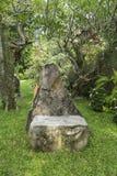 庭院石椅子 免版税库存照片