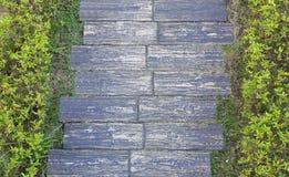 庭院石头块道路 免版税库存图片