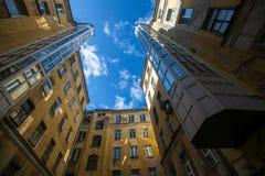 庭院结构形状在圣彼得堡,俄罗斯 库存图片