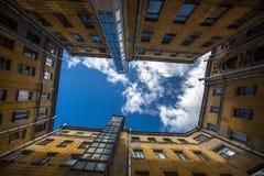 庭院结构形状在圣彼德堡,俄罗斯 结构 库存照片