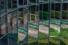 庭院被反射的窗口 免版税库存图片