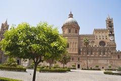 庭院详细资料在巴勒莫大教堂里 免版税库存照片