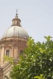 庭院详细资料在巴勒莫大教堂里 库存图片