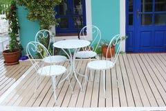 庭院露台葡萄酒白色家具 库存图片